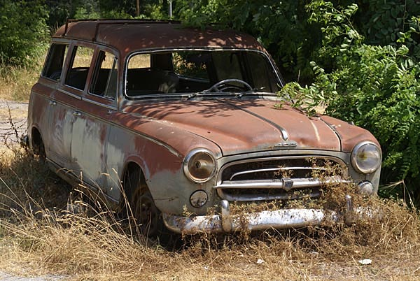807_40_1642---Rusty-Old-Car_web.jpg