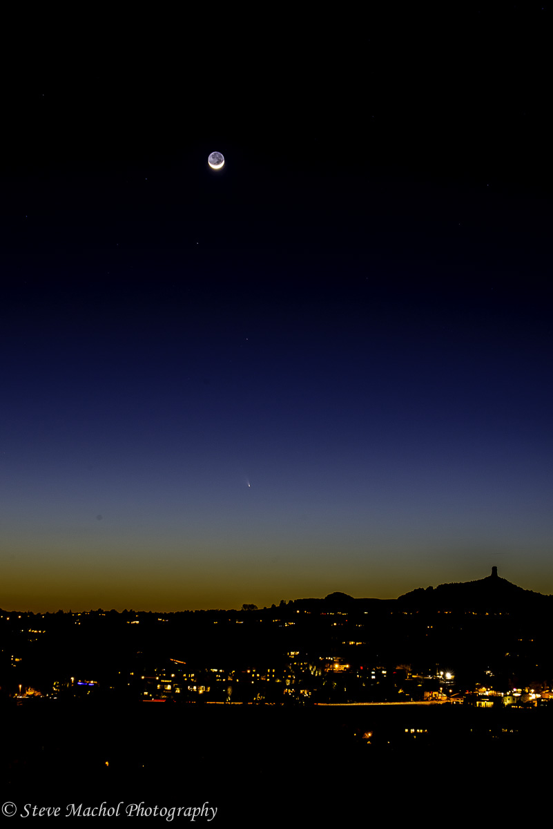 Crescent Moon and Comet Panstarrs over Sedona 2.jpg