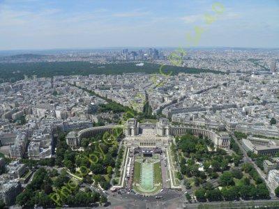 Le_palais_Chaillot_et_la_Défense,_vu_du_troisième_étage_(Paris) (1).jpg